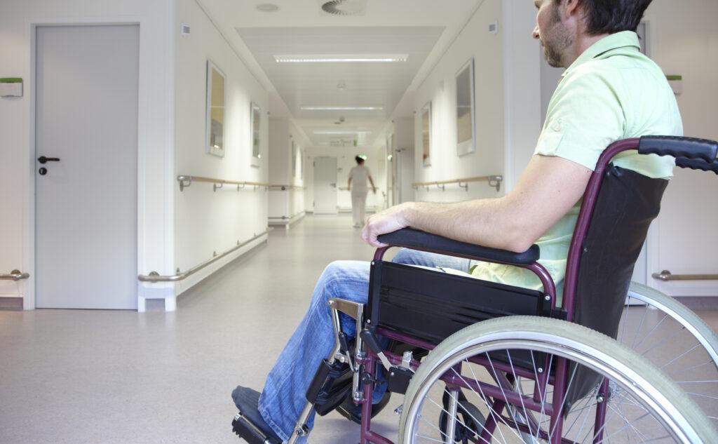 Fachverbände kämpfen erfolgreich für Assistenz von Schwerbehinderten im Krankenhaus.
